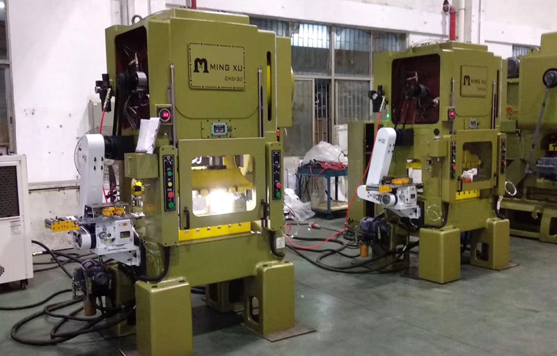 Mingxu punching machine with JoeSure high-speed gripper feeder out machine
